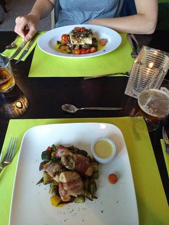 Scherpenzeel, The Netherlands: Kippedije omwikkeld met spek en kabeljauwfilet