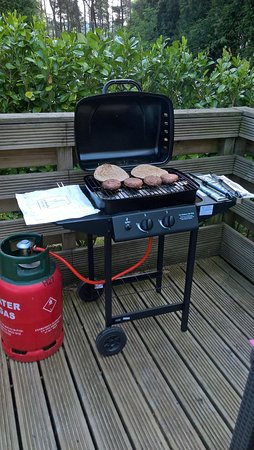 Longnor, UK: Request use of BBQ from reception