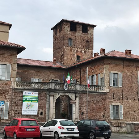 ‪Castello Visconteo‬