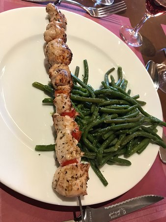 Le Grenier à Sel: Chicken Kabobs with Stringbeans