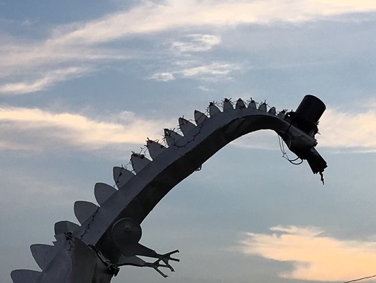 Up close view of the Kaskaskia Dragon's face/long neck.
