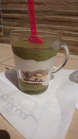 GIOELIA - Emilia Cremeria, Pompei: glassdessert pistage