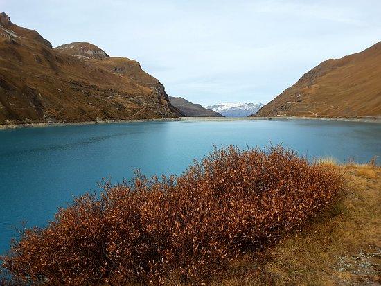 Anniviers, Switzerland: Le lac pris depuis différente endroits