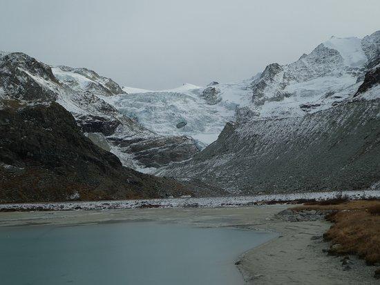 Anniviers, Switzerland: Le Glacier, brrr il faisait vraiment froid, à cette saison il faut bien s'habiller et se chausse