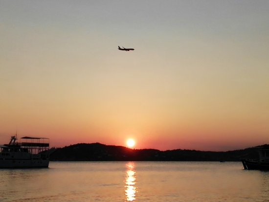 tramonto a Tsougrias beach