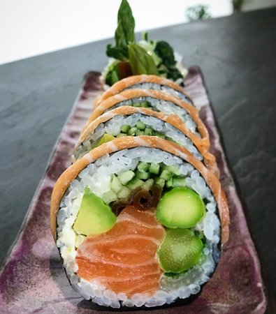 Fish House: beautiful ART of sushi