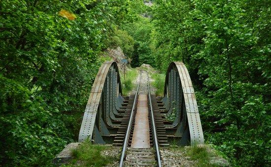Φαράγγι του Βουραϊκού: Μία πολύ όμορφη γέφυρα.