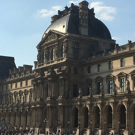 Louvre Museum: photo1.jpg