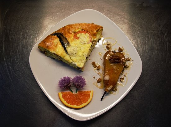 Makanda Inn & Cottages: Baked Bosc Pear, Edible chive flowers from property garden & Breakfast Frittata