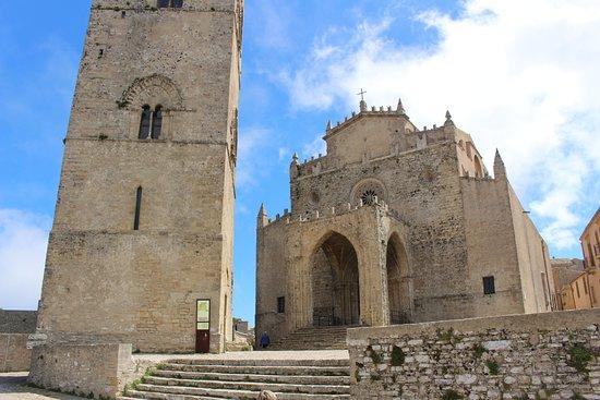 IL Duomo: Duomo et Torre di Re Federico