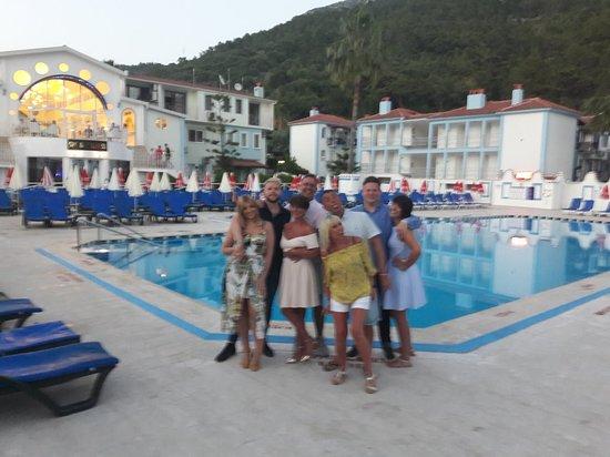 Karbel Hotel: 20180516_201450_large.jpg