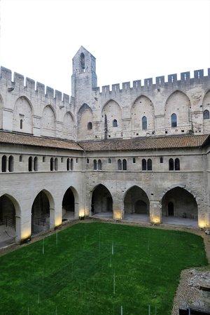 Pope's Palace (Palais des Papes): Central court