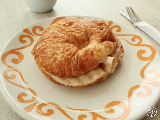 Giandora Alta Pastelería: Croissant Jamón y Queso