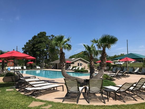 Willis, TX: Pool & Hot Tub area with several cabanas
