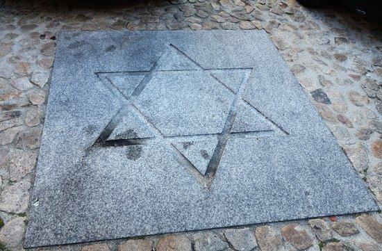 Judiaria da Guarda: Estrela de David no pavimento