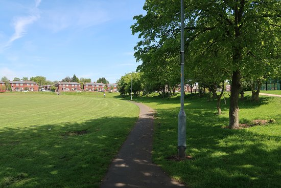 Limeside Park: View from the entrance off First Avenue.
