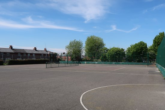 Limeside Park: Basketball and Tennis Courts.