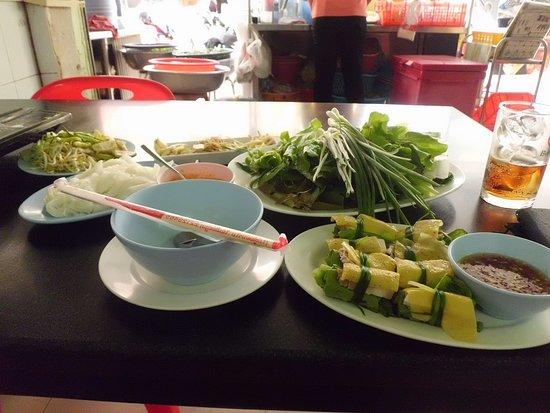 Vientiane Province, Laos: 薄揚げの豚肉巻きと鍋でとてもヘルシーです。