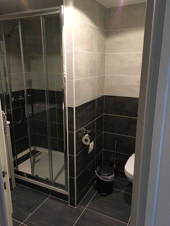 Pommeuse, Prancis: exemple de salle de bain