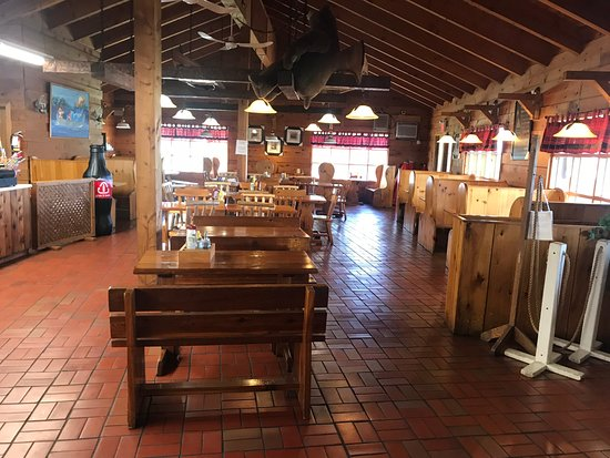 Hungry Bear Restaurant French River Trading Post: Dining Area