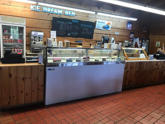 Hungry Bear Restaurant French River Trading Post: Ice Cream Counter