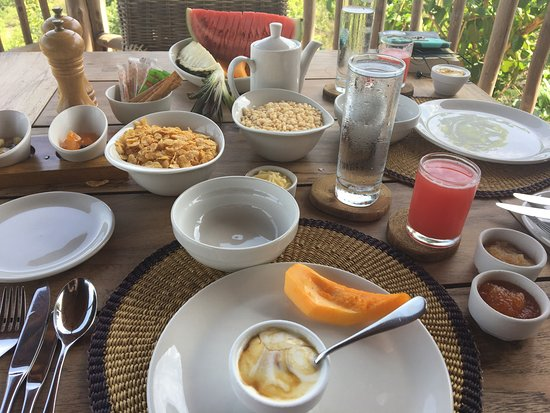 Mole National Park, Ghana: Breakfast at Zaina - the homemade jam is delicious