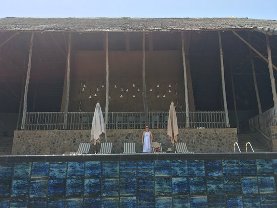Mole National Park, Ghana: The main lodge at Zaina (view from below the infinity pool)
