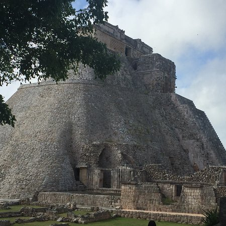 Muna, Mexico: Uxmal ruins are totally awe inspiring. This place is a must go. Absolutely beautiful! I would lo