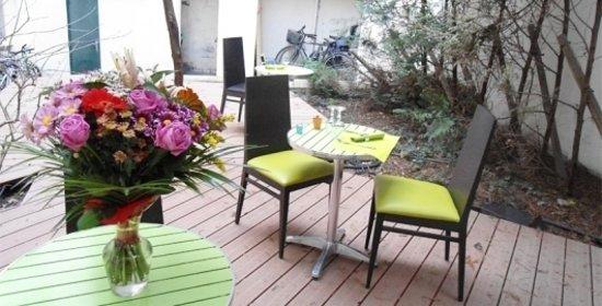 Une terrasse aménagée - Picture of Cappuccino, Paris ...