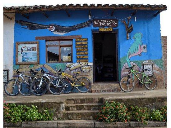 Oficina de Samaipata Tours ubicada en Samaipata, calle Bolívar, cerca del Museo Arqueológico.