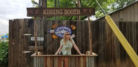 Luckenbach, TX: they ain't free