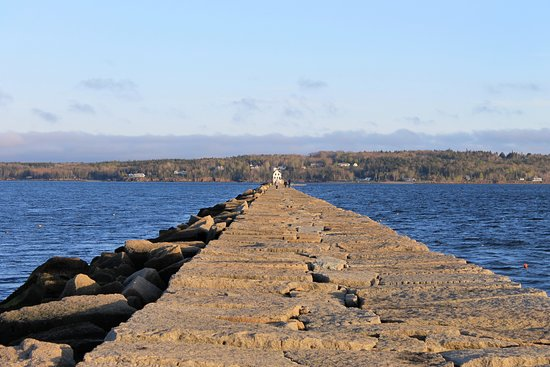Rockland Breakwater Light: Walkway to the light, this is about 1/3 of the way down