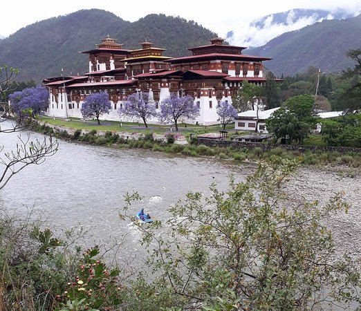 Paro District, Bhutan: on the river to Punakha Dzong, Bhutan
