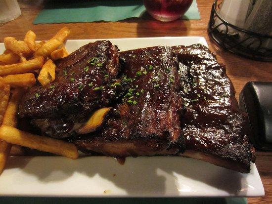 Bridge View Tavern: fat laden ribs