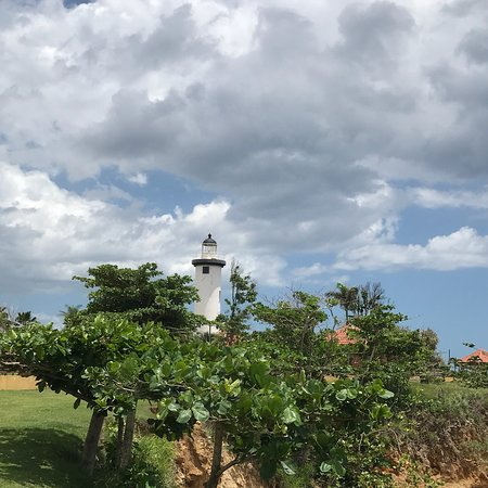 El Faro Lighthouse: Viewed this area. Great views. Bar onsite. Chairs available to relax. Beach area. Worth a visit.