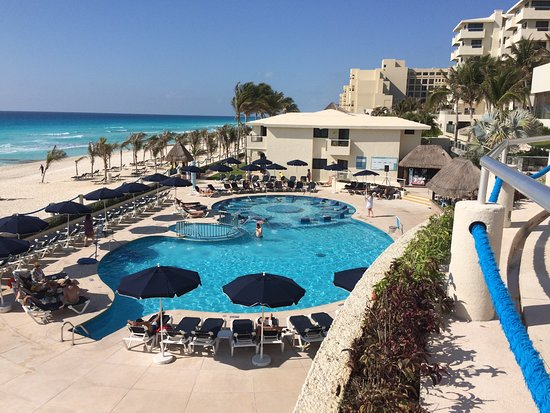 Occidental Tucancun: pool very very clean