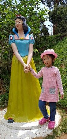 Dalat Flower Park: Children love the park