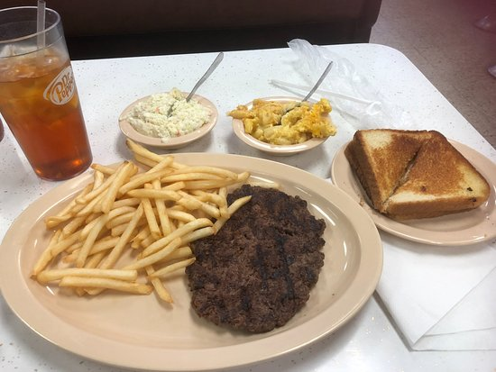 Boiling Springs, Carolina del Norte: Hamburger steak, fries, cole slaw, mac and cheese, toast and iced tea for under $10