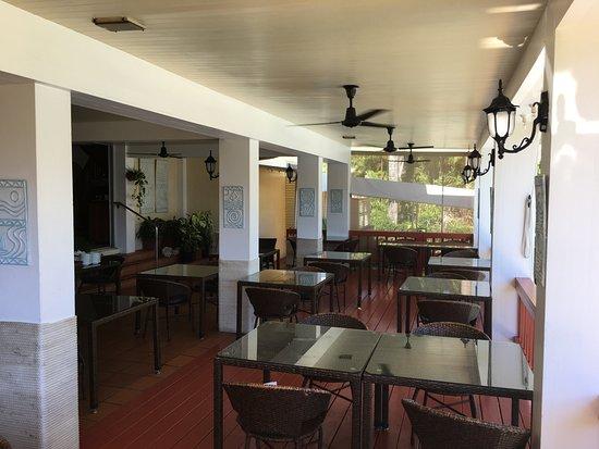 Bedarra Beach Inn: Dining overlooking the pool area