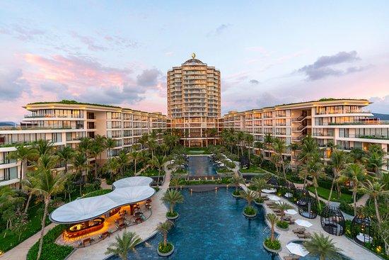 Intercontinental Phu Quoc Long Beach Resort Sunset Time