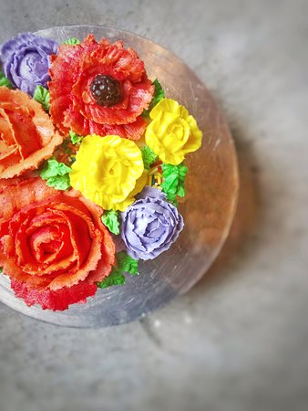 Annex Coffeehouse & Bakery: spring flower cake!