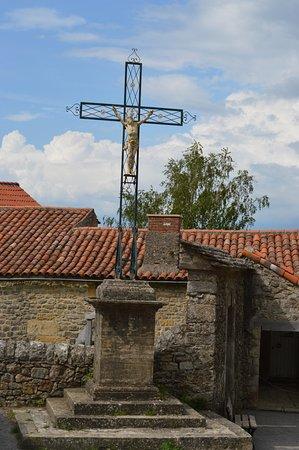 Saint-Jean d'Alcas, France: vu devant le fort