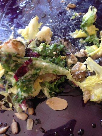 Venta Restaurante Colmar: Exquisita ensalada con frutos secos.