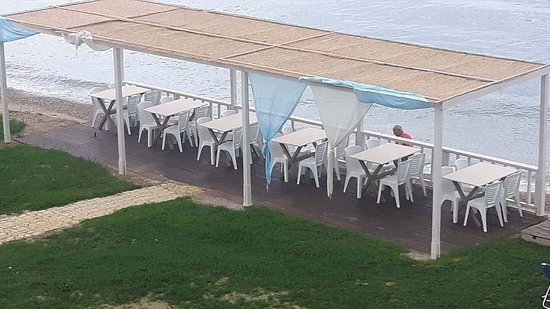 Lithakia, Yunanistan: Strandbar Vardiola