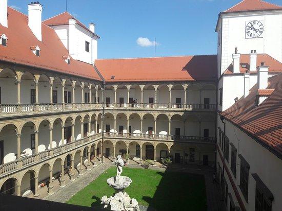 Bučovice, Česká republika: Двор замка