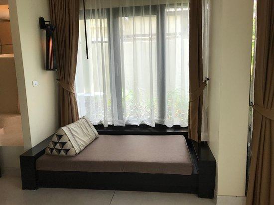 Bhu Nga Thani Resort and Spa: day bed