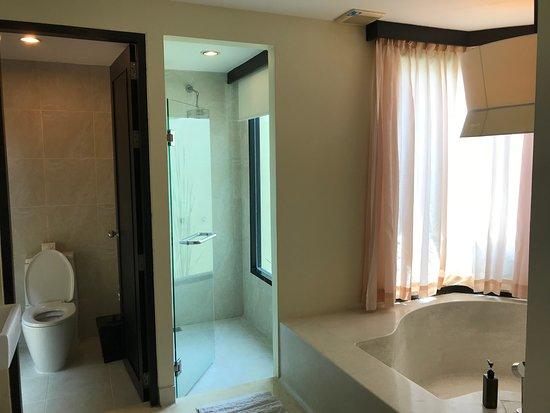 Bhu Nga Thani Resort and Spa: open bathroom