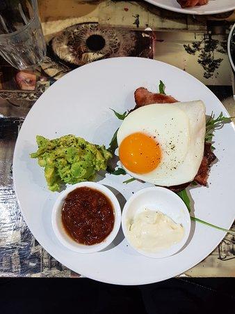 Artarmon, أستراليا: Breakfast Burger with Avocado