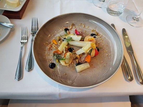 Vaals, The Netherlands: voorgerecht van livar en asperges