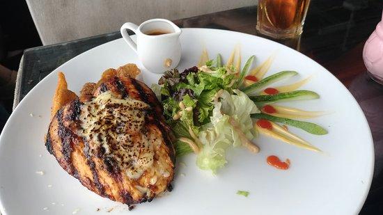 Gold Star Sport, Cafe & Lounge: Chicken Steak